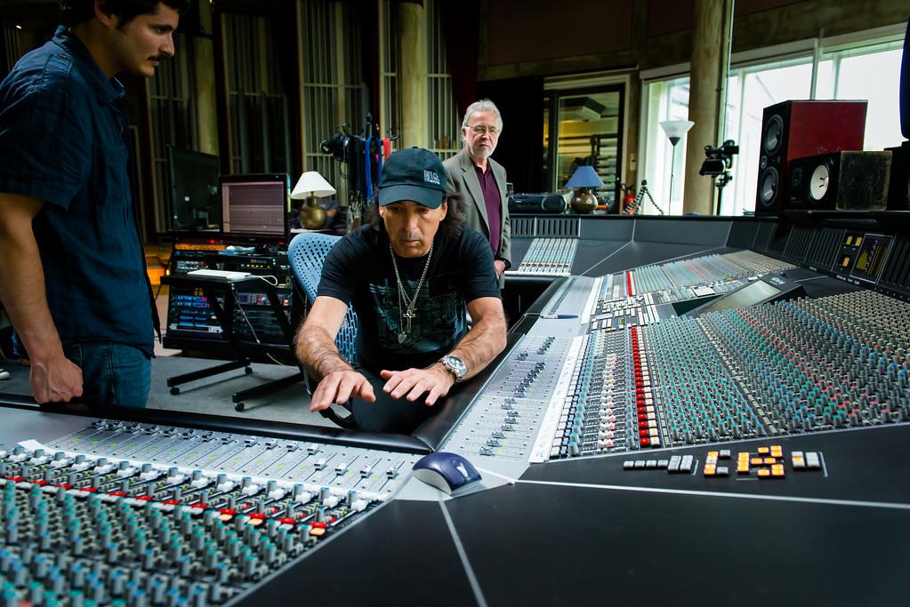IMAGE: http://recordproduction.smugmug.com/Music/Record-Producers/Chris-Lord-Alge/i-kLT76MR/0/XL/cla-realworld-2-Aug-2012-0751-XL.jpg