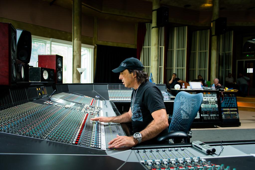 IMAGE: http://recordproduction.smugmug.com/Music/Record-Producers/Chris-Lord-Alge/i-zLBHWW2/0/XL/cla-realworld-2-Aug-2012-0623-XL.jpg