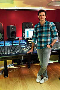 Clint Murphy is a recording engineer raised in Auckland, New Zealand at York Street Studios.  He is now based over in the UK and works mostly with producer Greg Haver at Modern World Studios.  -  Watch his video interview here:  http://www.recordproduction.com/clint-murphy-engineer.html