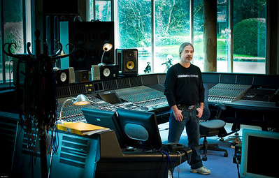 Mike Fraser - Recording engineer, producer and mixing engineer Watch our video interview with Mike Frase here:  http://www.recordproduction.com/mike-fraser.html