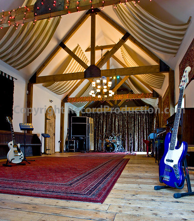 Leeders Farm Recording Studios - Fantastic residential music studio in the UK.  Large recording area