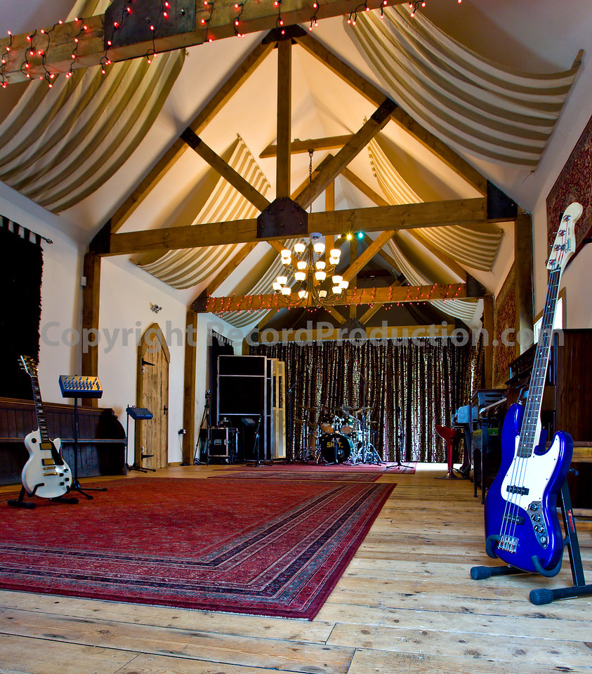 Leeders Farm Recording Studios - Fantastic residential music studio in the UK.  Large recording area