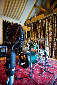 Leeders Farm Recording Studios - Fantastic residential music studio in the UK.  Classic microphone and drums set up for recording