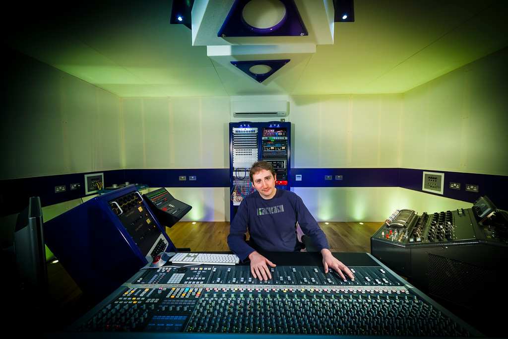 IMAGE: http://recordproduction.smugmug.com/Music/Recording-Studios/Rimshot-Studios/i-8bDvK4Q/0/XL/rimshot-studios-mike-thorne-XL.jpg