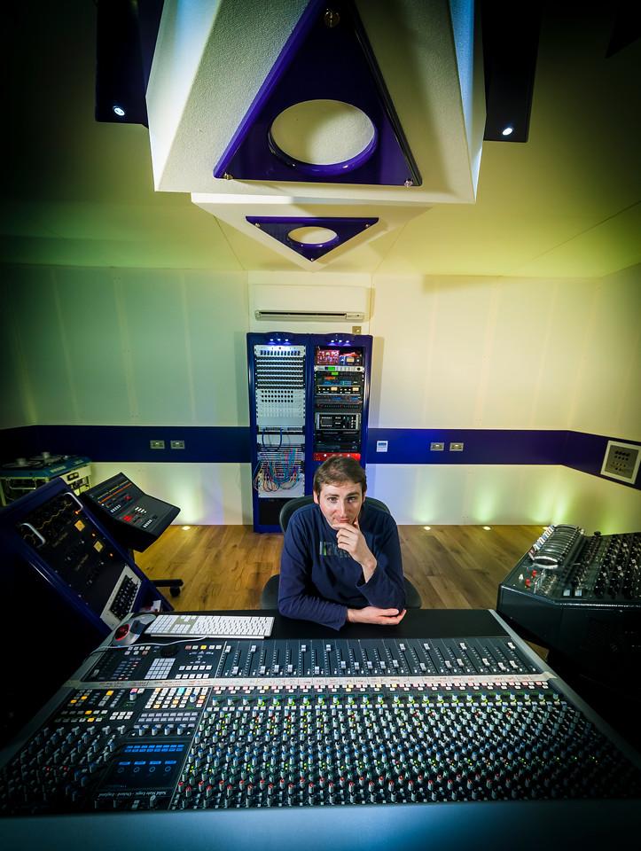IMAGE: http://recordproduction.smugmug.com/Music/Recording-Studios/Rimshot-Studios/i-GKPSBKj/0/X2/rimshot-studios-mike-thorne-X2.jpg