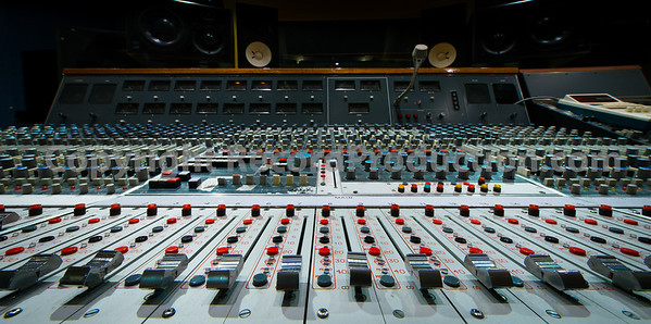 Snap Recording Studios, new London recording studio with classic Neve and SSL AWS 900+ SE mixing consoles, Bosendorfer grand piano and lots of vintage equipment and microphones Watch the video tour around Snpa Studios: http://www.recordproduction.com/snap-studios-london.htm