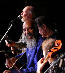Richie Havens with Pete Seeger in background.
