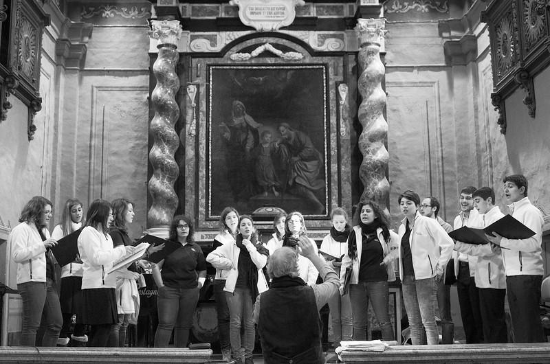 """Renato Contino e il coro Gaiamusica<br /> Il dipinto sullo sfondo è la """"Trinità terrestre"""" (1666) di Giovanni Francesco Barbieri, detto il Guercino di Cento.<br /> The altar piece in the back is the """"Earthly Trinity"""" (1666) by Giovanni Francesco Barbieri, aka Guercino di Cento."""