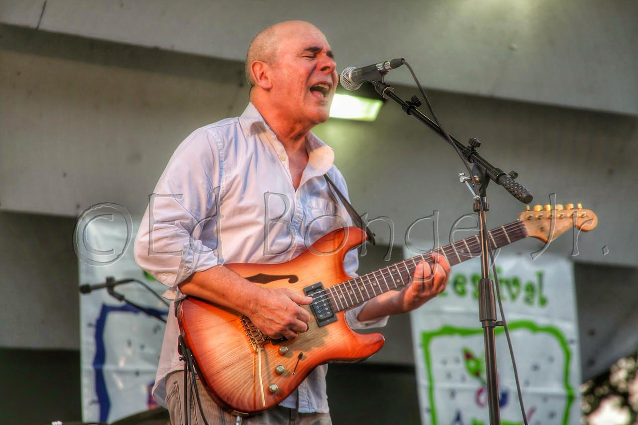 Julio Fernandez, guitarist for Spyro Gyra.