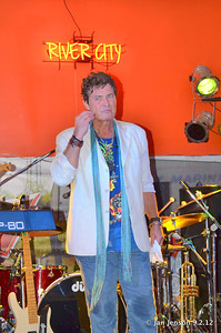 Larry Uzzell