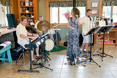 Sophisticated Swing at Schulze Vineyards and Winery