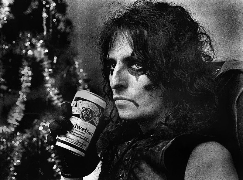 Alice Cooper in front of Christmas tree in 1971