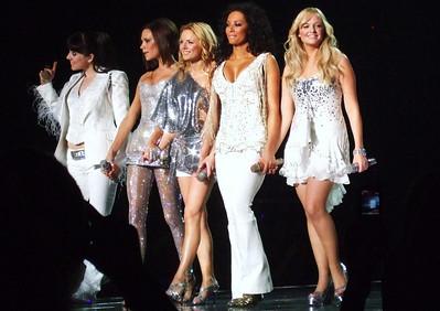 Mama - Spice Girls at the Manchester Evening News Arena (UK). Photos from fashion designer Hasan Hejazi, see www.hasanhejazi.co.uk