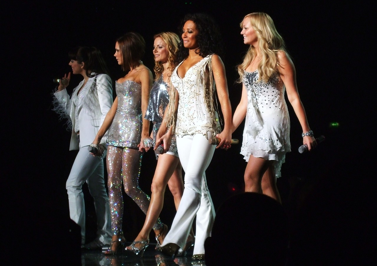 Mama - Spice Girls at the Manchester Evening News Arena (UK). Photos from fashion designer Hasan Hejazi, see www.hasanhejazi.co.uk