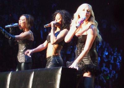 Holler - Spice Girls at the Manchester Evening News Arena (UK). Photos from fashion designer Hasan Hejazi, see www.hasanhejazi.co.uk