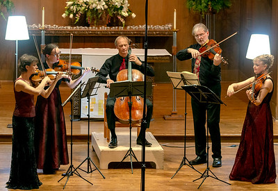 The quartet plus Ivo-Jan plays the Mozart Viola Quintet in G Minor.