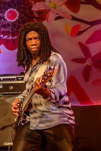 Philip Bynoe on Bass.  Glad I'm not shooting with a D800E.  That shirt would've been a nightmare...