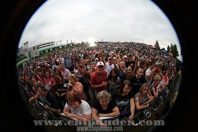 Music_Stir_Crowd_9S7O7108_Duden