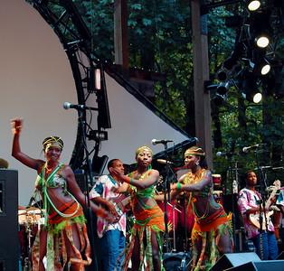 femi-kuti-vibrant-dancers171