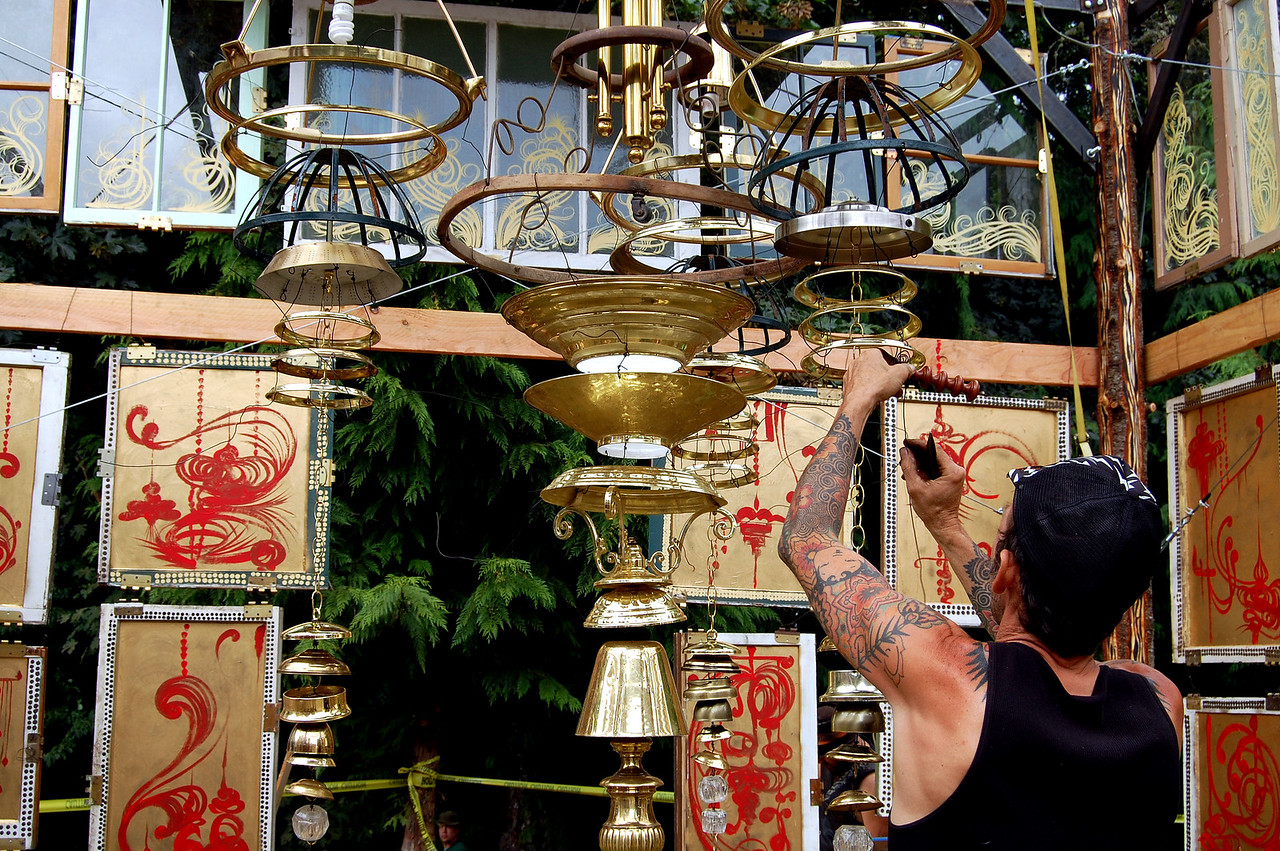 adjusting-temple-gongs 639