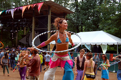 hoopin'-stiltdancer050b