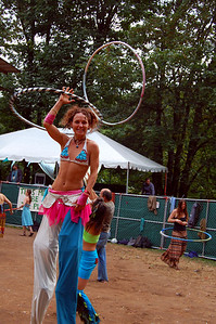 hoopin'-stiltdancer 052