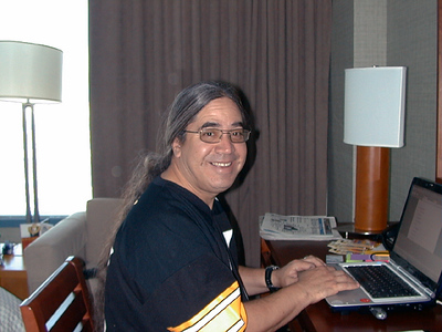 frankworkin067 frank cramming to get all his work done before we cheese at midnite! yeehaaa!!!