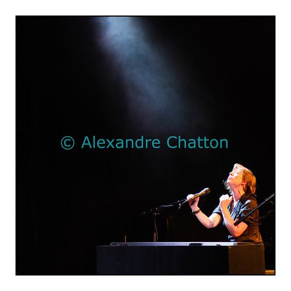 Lundi 19 septembre 2011: la Bâloise Anna Aaron en Session Paradiso en direct et en public du Studio 15 de la RTS à Lausanne et en direct sur La Première.<br /> La formation du concert est la suivante: Anna Aaron (voix, piano); Emilie Zoé (guitarre, choeur); Antoine Guenot (basse); Jérémie Duciel (batterie). Erik Truffaz fait également une apparition à la trompette.