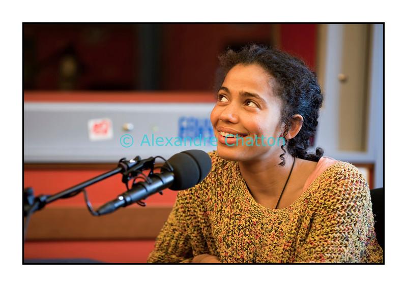 Lundi 26 septembre 2011: Nneka dans les studios de Couleur 3 à la RTS à Lausanne.<br /> <br /> Nneka Egbuna, née le 24 décembre 1981 à Warri, est une chanteuse de hip-hop et soul germano-nigériane.