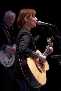 Suzanne Vega with Gerry Leonard on guitar.