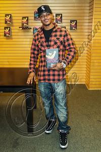 "SANTA MONICA, CA - OCTOBER 01:  Rapper Tip ""T.I."" Harris signs copies of his book ""Trouble & Triumph"" at Barnes & Noble 3rd Street Promenade on October 1, 2012 in Santa Monica, California.  (Photo by Chelsea Lauren/WireImage)"