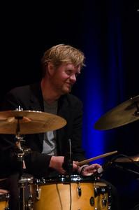 Per Oddvar Johansen HELGE LIEN TRIO / Gjøvik Kulturhus 14/11/2013 --- Foto: Jonny Isaksen