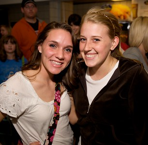 Tori Pinciotti and Rebecca Smith from the University of Dayton at Taylor Swift