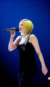 Kellie Pickler opens for Taylor Swift at US Bank Arena