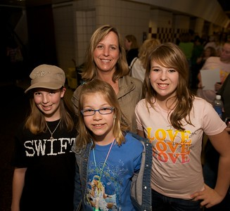 Emma, Lizzie, Kim and Macy of Brookville, IN at Taylor Swift