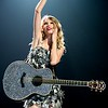 Taylor Swift : Taylor Swift, Kellie Pickler and Gloriana perform in Cincinnati, OH