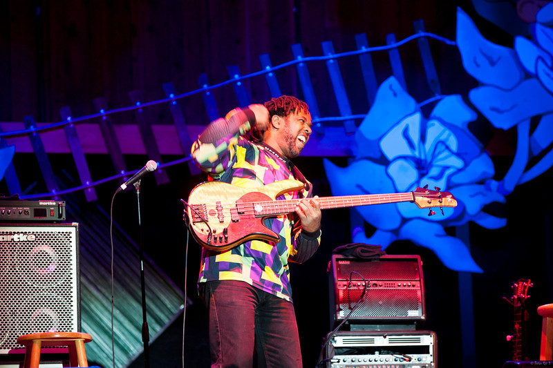 11 Bela Fleck and the Flecktones 12
