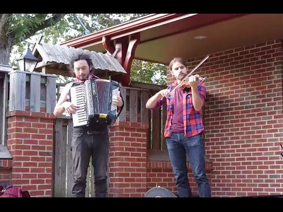 Short video of The Tequila Mockingbird Orchestra, house concert, Mountain View, Missouri, September 8, 2011.