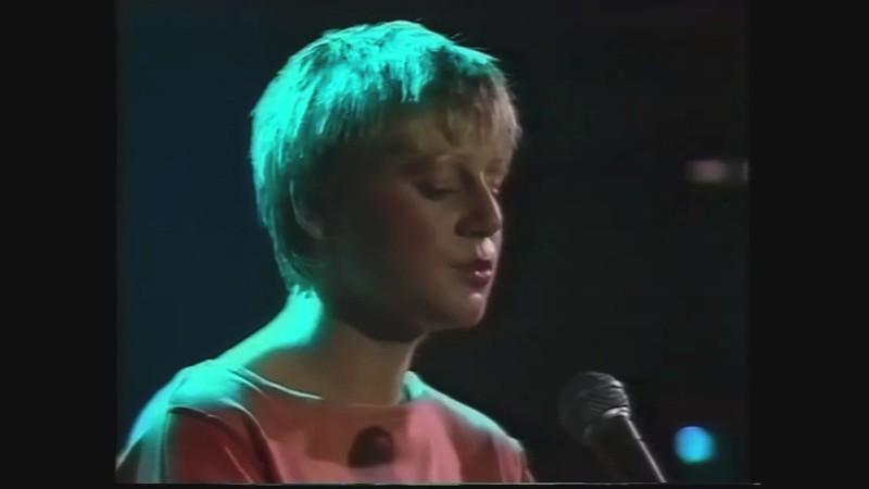 """WATCH:  This Mortal Coil's """"Song Of The Siren"""" And Jeff Buckley's """"Hallelujah"""" (Live)"""