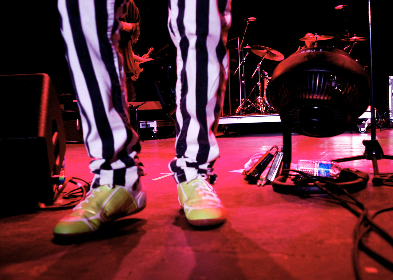 I've got a thing for feet on stage...