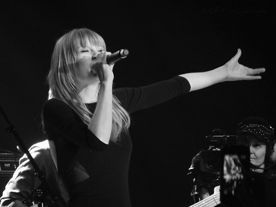 Taylor Swift ~ black and white
