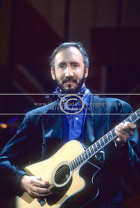WHO_lp_1022 Pete Townshend, songwriter, composer, and lead guitarist of The Who live in concert at Giants Stadium, New Jersey June 1989 Photo credit mandatory: ©Laurie Paladino