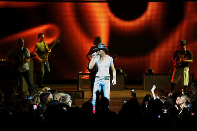 Tim McGraw performs at Riverbend on Sunday night