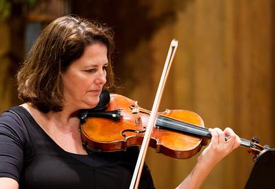 Violinist Sophia Silvos plays Hartke ...