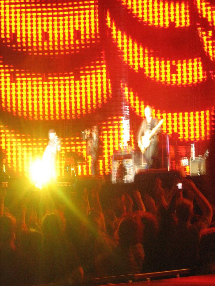 U2_Manchester_2005_06_15-1371