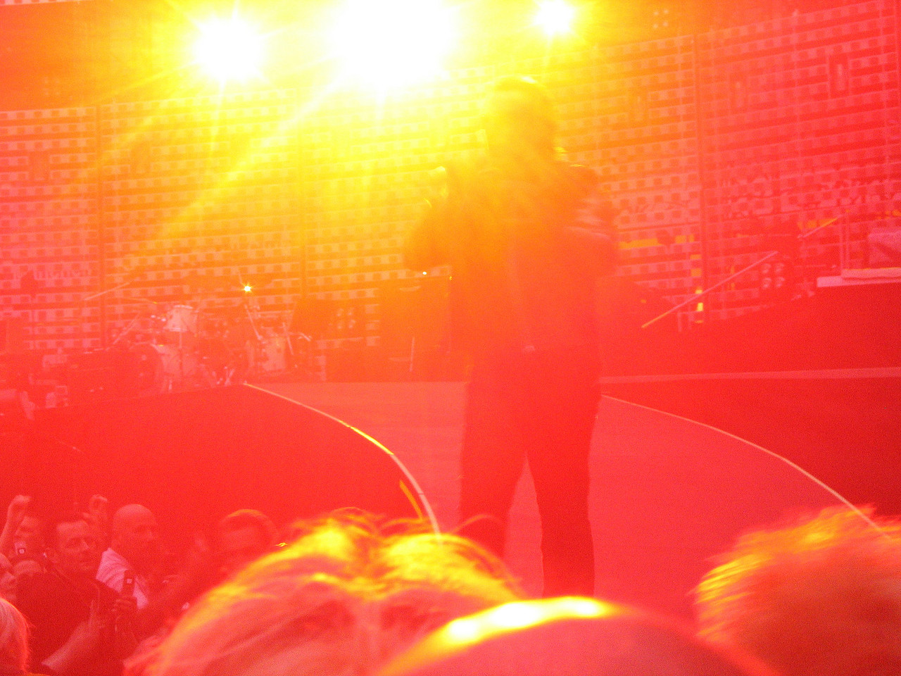 U2_Manchester_2005_06_15-1314