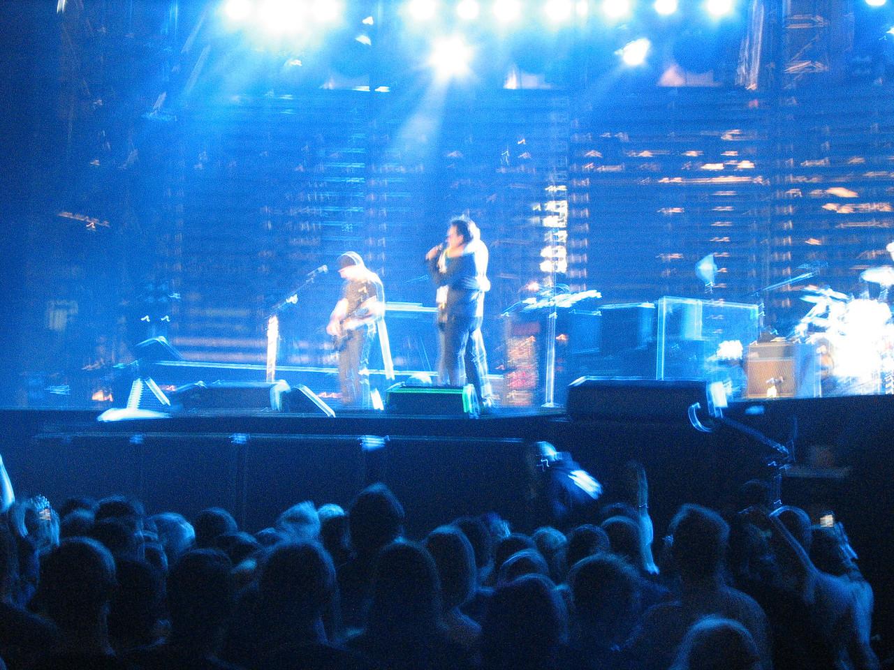 U2_Manchester_2005_06_15-1359