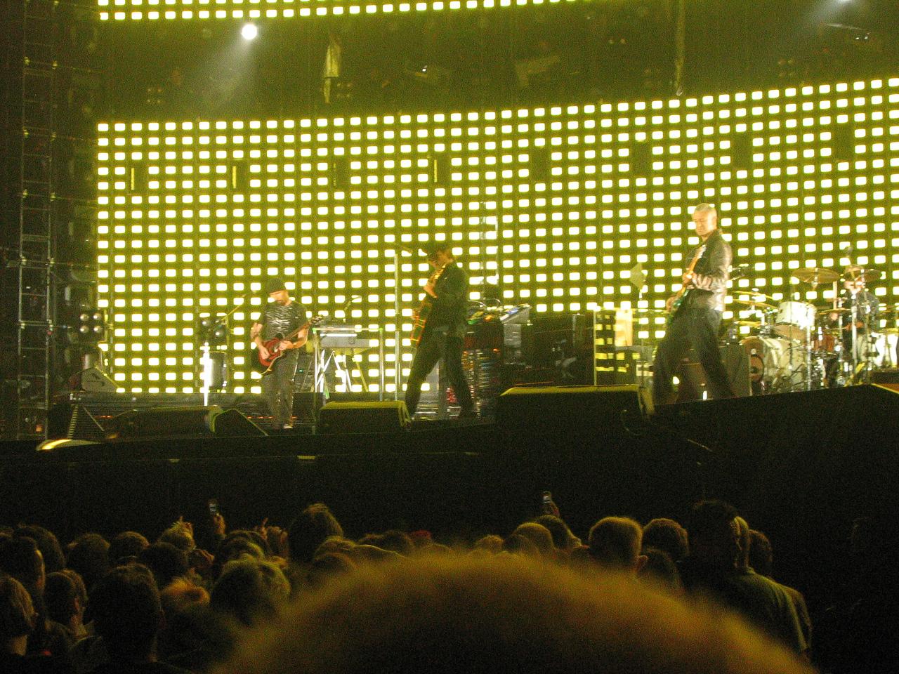 U2_Manchester_2005_06_15-1357