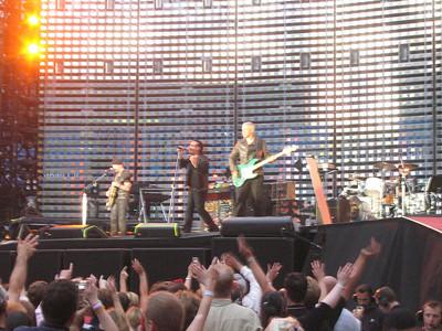 U2_Manchester_2005_06_15-1297