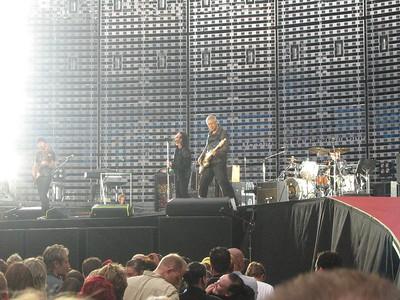 U2_Manchester_2005_06_15-1290